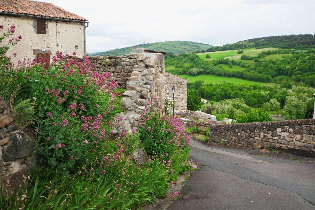 #1 Séjour en Auvergne : Montaigut-le-Blanc & Saint-Nectaire village-historique-montaigut-le-blanc-sejour-auvergne-gite-la-voute-gites-pailhas-blog-mcommemlle